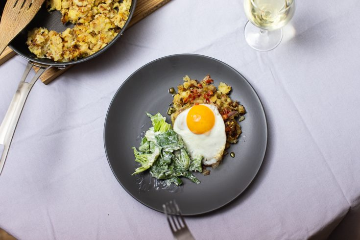 erdäpfelschmarrn with egg and salad